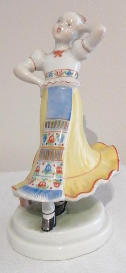 198. HERENDI Népviseletes táncoló lány